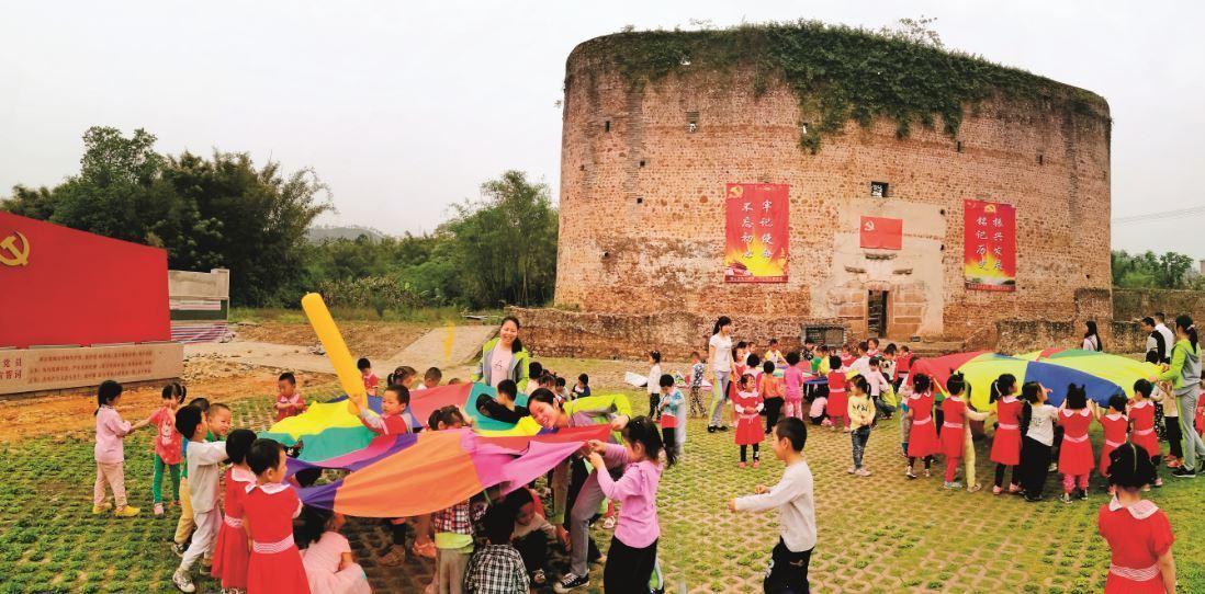 学校在始兴红围举办活动。